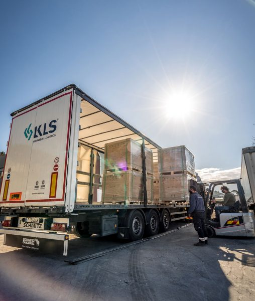 KLS_truck_solar_panels